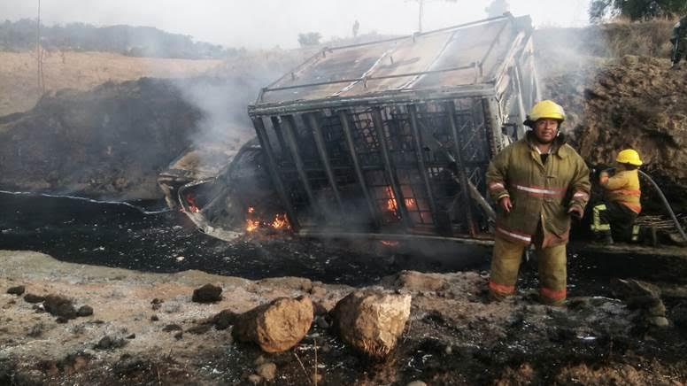camioneta se incendia con combustible robado