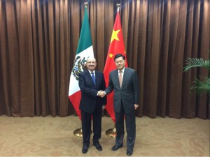 Carlos de Icaza se reúne con funcionarios chinos