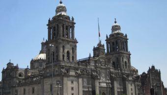 Vista del exterior de la Catedral Metropolitana. (https://viviryconocermexico.wordpress.com)