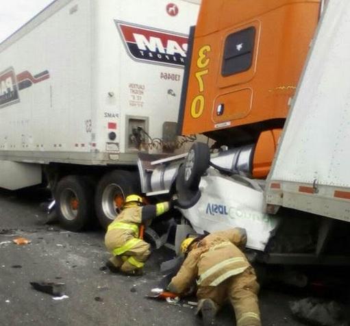 Accidente múltiple en el municipio de García, Nuevo León. (Noticieros Televisa)