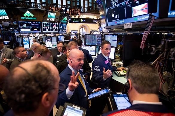 Tras destitución del director del FBI Wall Street abre con leve caída