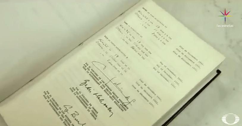 Ejemplar del Tratado de Libre Comercio, firmado en 1992
