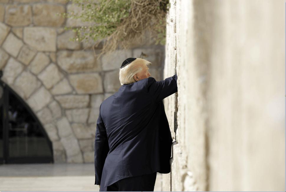 Trum en el Muro de los Lamentos en Jerusalen