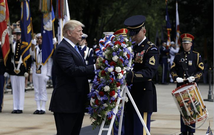 El presidente Trump rindió un homenaje a los soldados caídos en combate