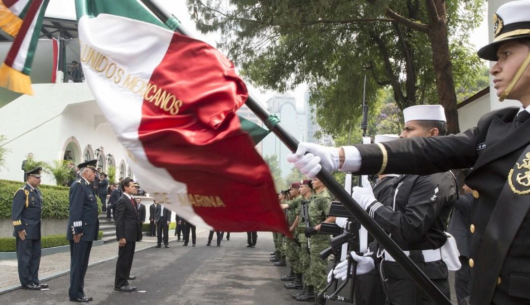 En el Campo Marte, el presidente Enrique Peña Nieto encabezó la ceremonia de conmemoración del 155 aniversario de la Batalla de Puebla. (Presidencia de la República)