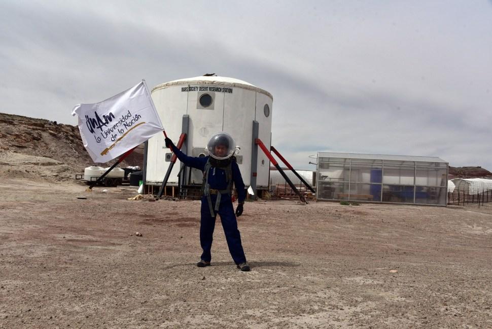 Estudiante de la UNAM en simulacro a Marte
