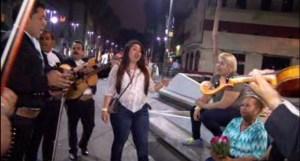 Familias cantan a las madres en Garibaldi