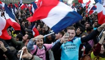 Los partidarios del presidente electo de Francia Emmanuel Macron celebran su victoria (Reuters)