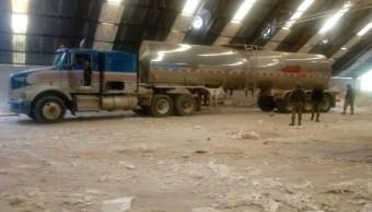En una bodega de Río Bravo localizan un tractocamión con 33 mil litros de combustible. (Twiter: @infotam)