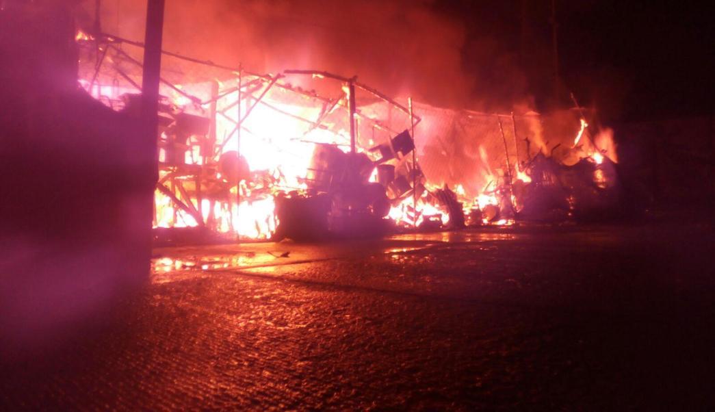 incendio consume locales de mercado en acapulco