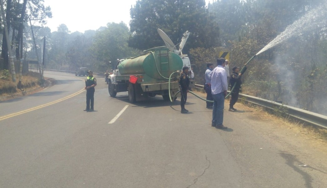 En Valle de Bravo van 83 incendios forestales durante 2017. (Twitter: @CESC_Edomex/Archivo)
