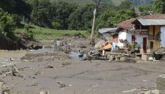 Comunidad afectada por intensas lluvias y deslaves en Colombia