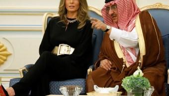 Melania Trump habla con el príncipe heredero de Arabia Saudita, Muhammad bin Nayef (Reuters)