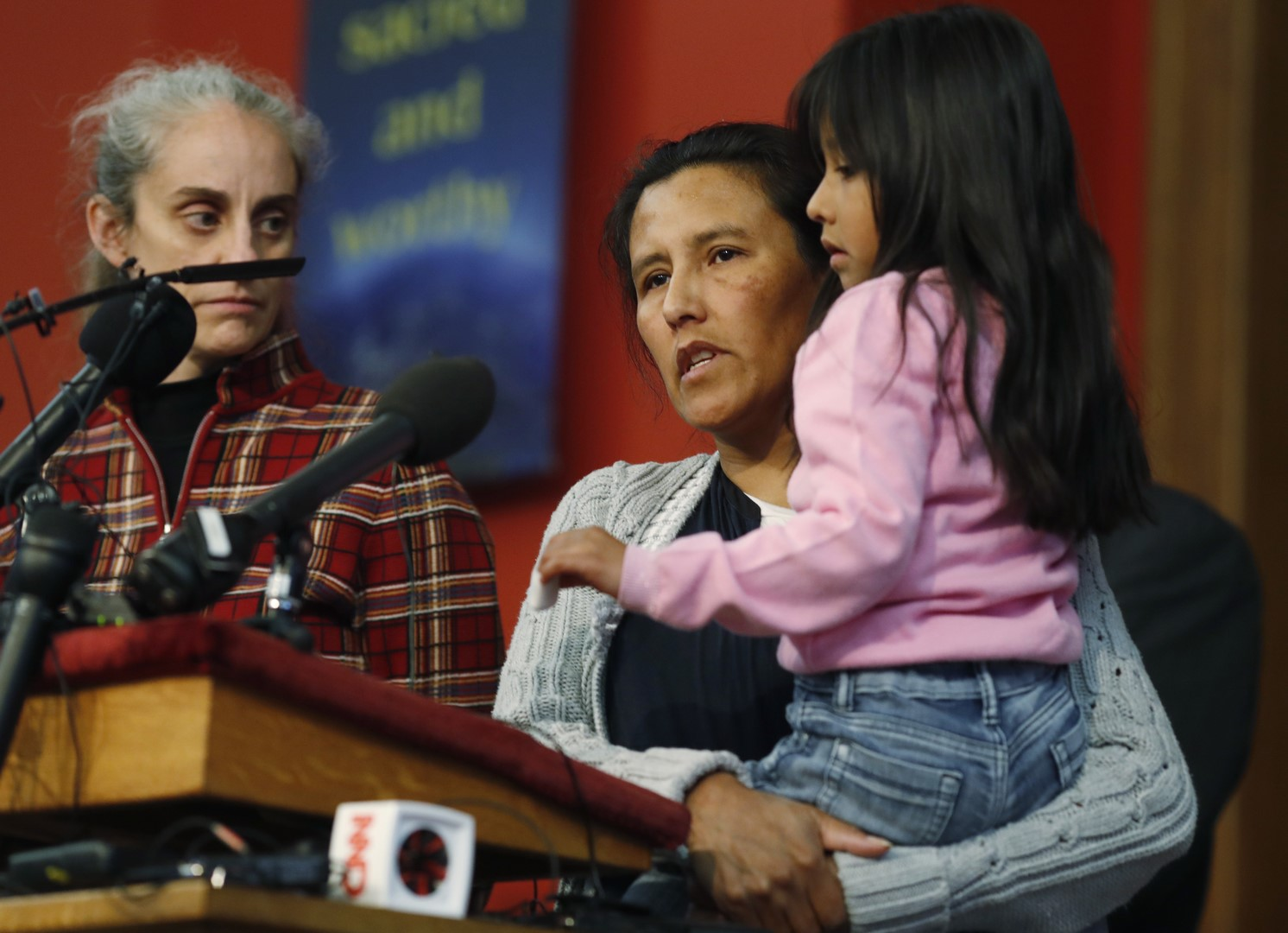 Deja migrante mexicana Jeanette Vizguerra iglesia donde estaba refugiada