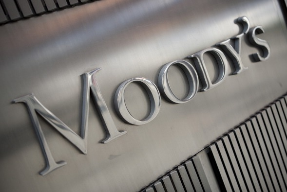China critica a Moody's por baja de calificación