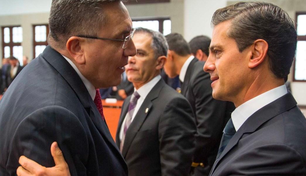 Luis Raúl González Pérez, presidente de la CNDH, asistió a la reunión de presidente Enrique Peña Nieto con integrantes de la Conago en Los Pinos. (Presidencia de la República)