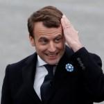 El presidente electo Emmanuel Macron asiste a una ceremonia para marcar el final de la Segunda Guerra Mundial en la Tumba del Soldado Desconocido en el Arco del Triunfo en París (Reuters)
