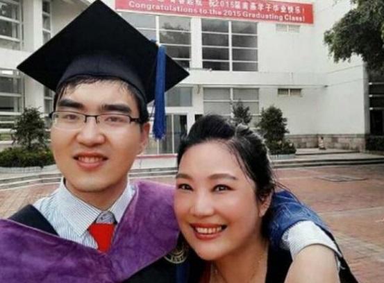 Zuo Hongyan dedicó su vida a su hijo con parálisis cerebral (Foto: China Morning)