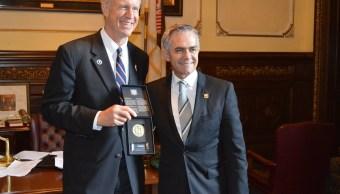 El jefe de gobierno de la CDMX, Miguel Ángel Manera, sostuvo un encuentro con el gobernador de Illinois, Bruce Rauner. (Notimex)
