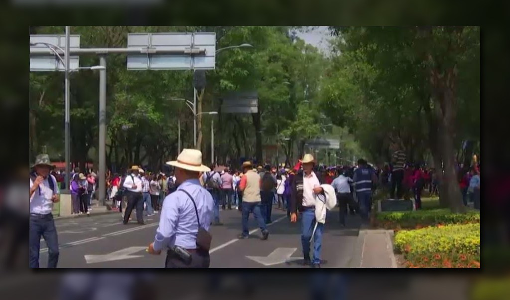 Manifestantes afectan la circulacion sobre paseo de la reforma
