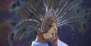Niño usa máscara durante concurso en Bernal Queretaro