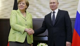 El presidente ruso, Vladimir Putin, y la canciller alemana, Angela Merkel en Sochi, Rusia (Reuters)