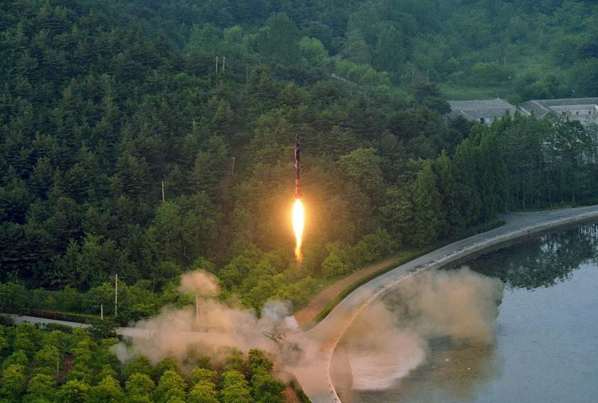 Un cohete balístico es probado por Corea del Norte (Reuters)