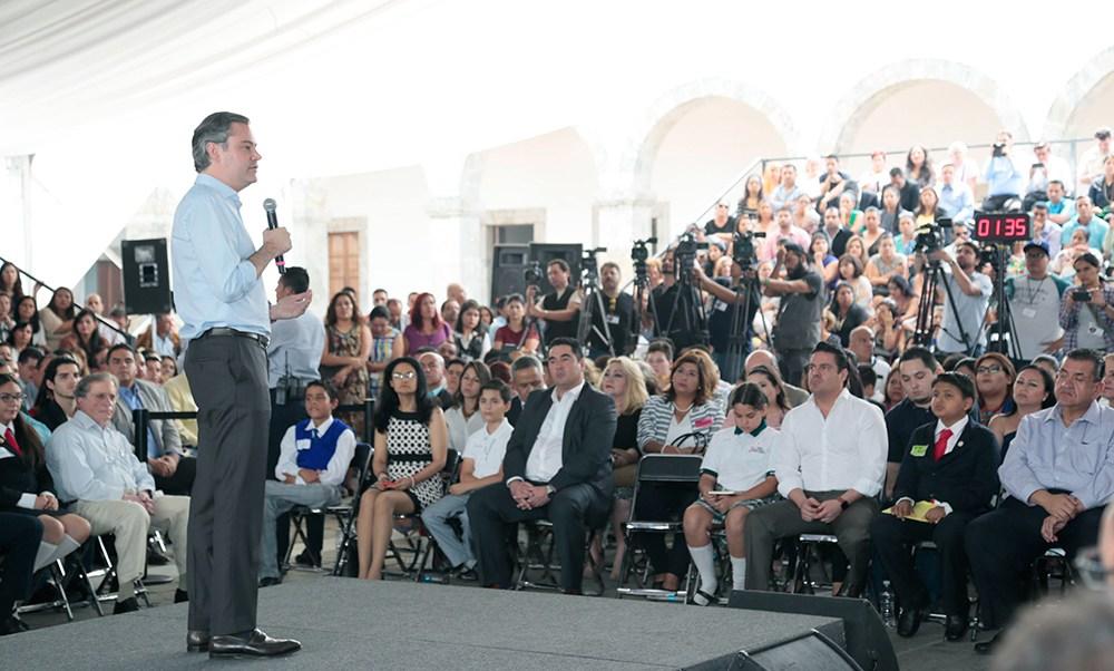 El secretario Aurelio Nuño se reunió con estudiantes, maestros y padres de familia en Guadalajara. (SEP)