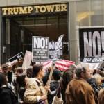 Manifestantes se reúnen fuera de Trump Tower (Getty Images)
