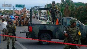 Realizan limpieza de combustible derramado tras volcadura de pipa en Oaxaca