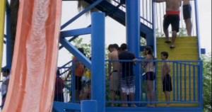 Jóvenes acuden a balneario de Monterrey