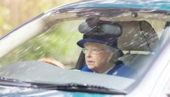 A la reina Isabel II le gusta ponerse al volante cuando puede (Foto: metro.co.uk)