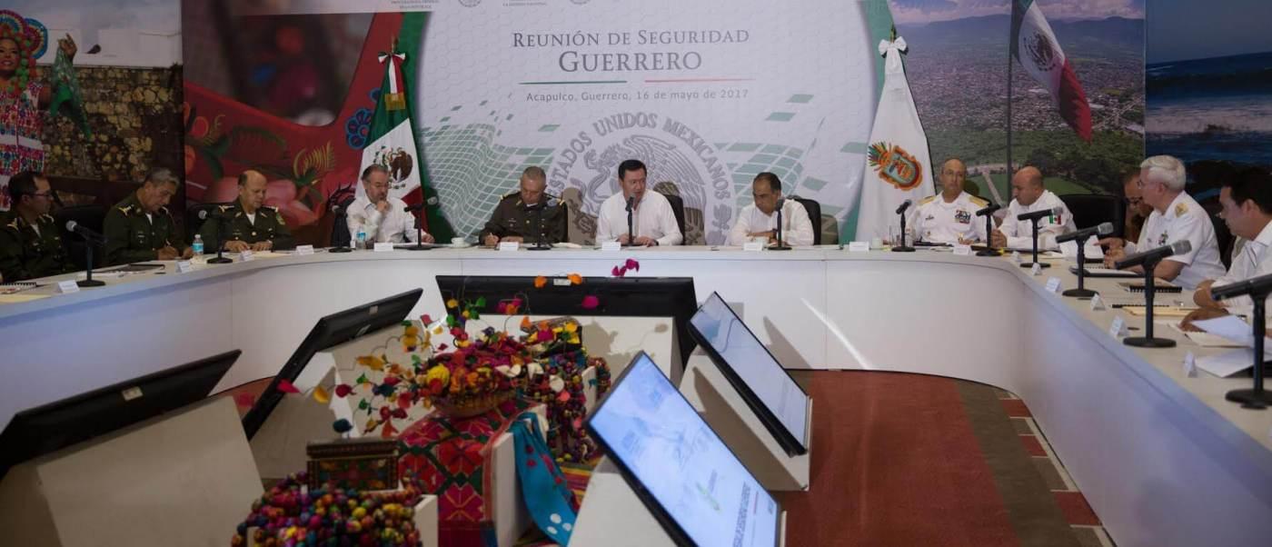 Reunión del Gabinete de Seguridad y el Grupo de Coordinación Guerrero, Miguel Ángel Osorio Chong, periodistas, reporteros,