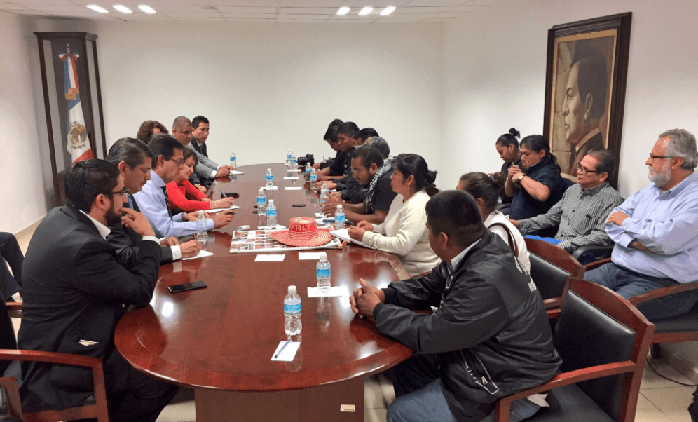 Reanudan diálogo padres de normalistas de Ayotzinapa y autoridades ...