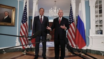 El secretario de Estado estadounidense Rex Tillerson junto al canciller ruso Sergey Lavrov (AP)