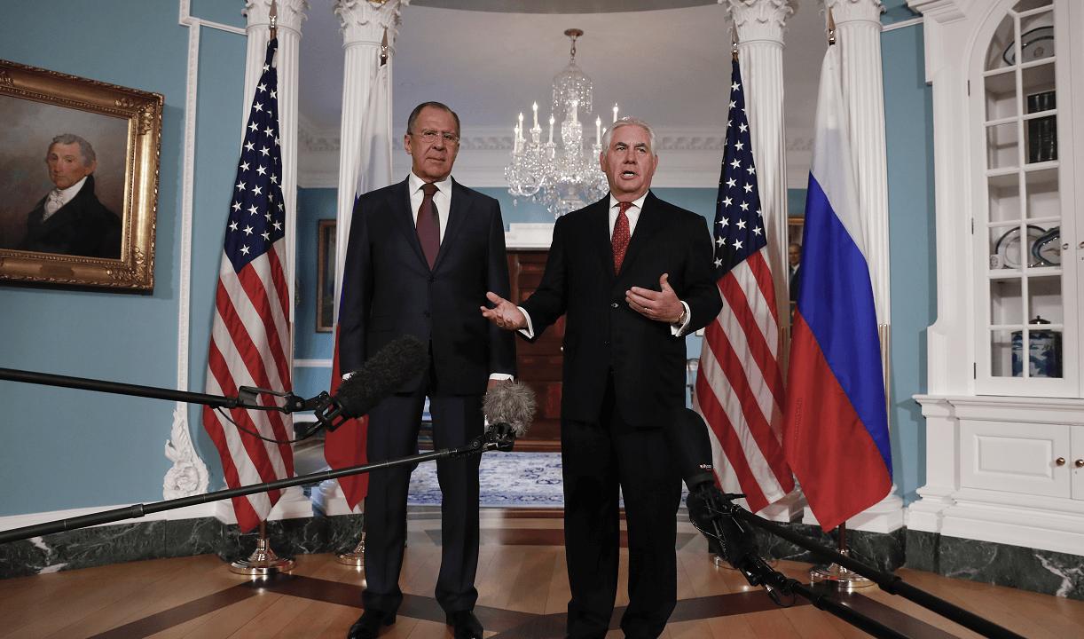 Serguéi Lavrov y Rex Tillerson hablan con reporteros tras encuentro en el Departamento de Estado