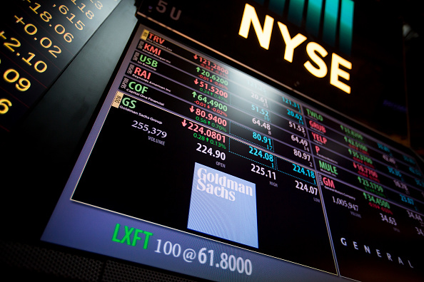 Tablero electrónico en el piso de operaciones de la Bolsa de Nueva York. (Getty Images)