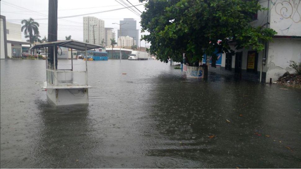 Tormenta inunda calles de varios municipios en Veracruz