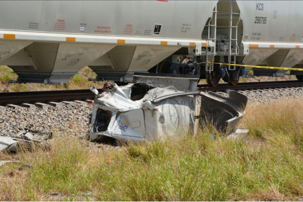 Trailer es impactado por tren en Anahuac
