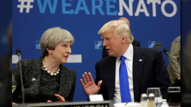 Theresa May y Donald Trump durante una cena de trabajo en el marco de la cumbre de la OTAN en Bruselas