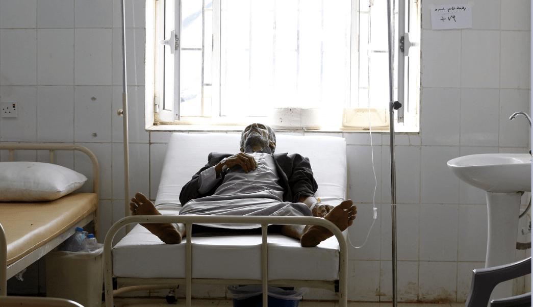 Epidemia de colera en Yemen; enfermos reciben atencion