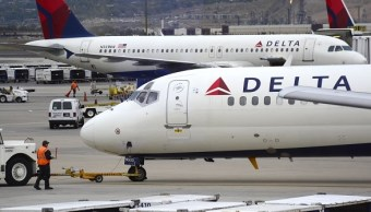 Delta, vuelo, desalojan, familia, sobrevendido, aerolínea, abuso,