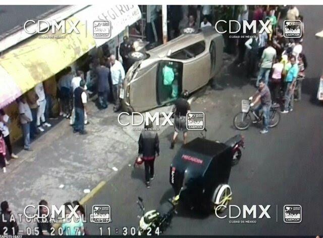 Tras el accidente no hubo lesionados (Twitter @OVIALCDMX)