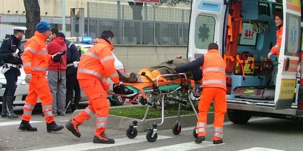 Roma, auto, atropella, heridos, accidente, policía,