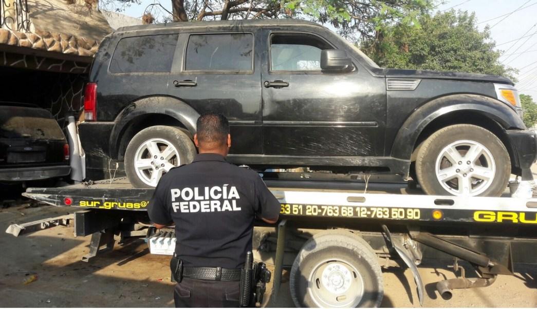 Policía Federal aseguró vehículos y armas en un predio en Guanajuato. (Twitter @PoliciaFedMx)