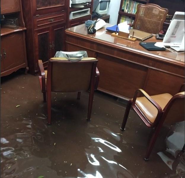 Vivienda es afectada por la intensa lluvia en la CDMX