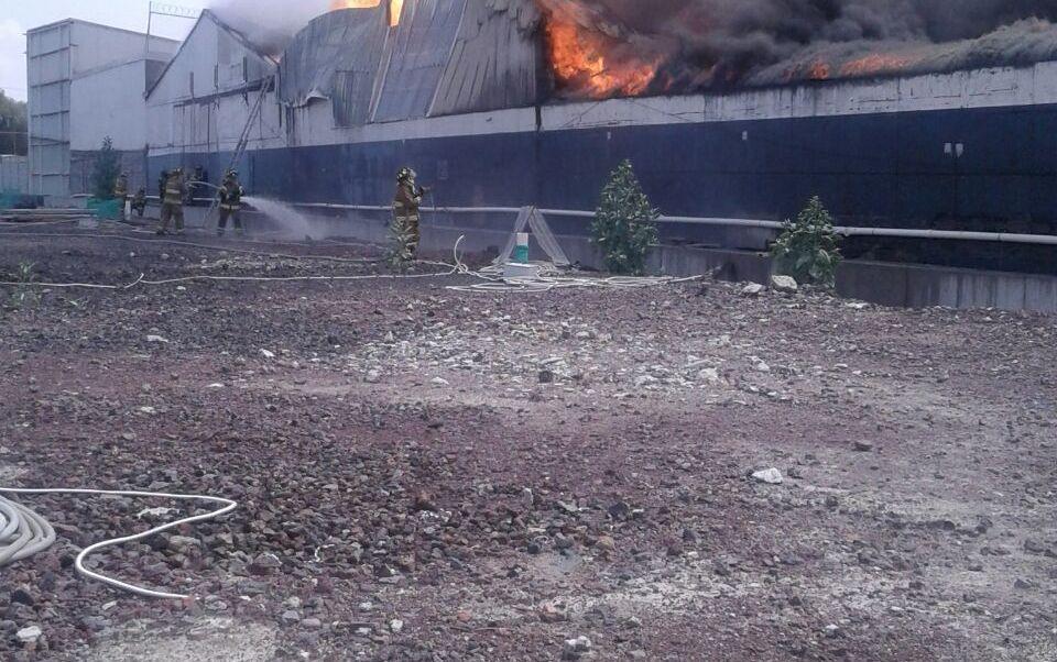 Se incendia bodega en Iztacalco