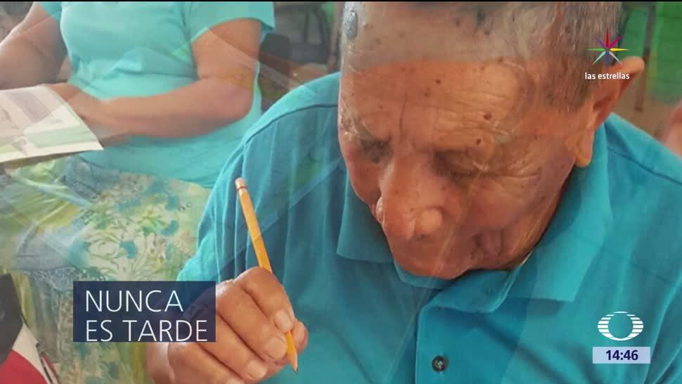 Hombre, 101 años, escuela, primera vez, educación, tercera edad