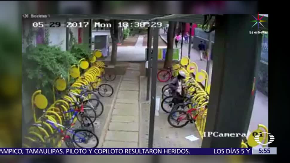 noticias, televisa, Graban a ladrón, bicicletas, Ciudad Universitaria, CDMX