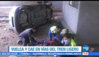 Vuelca, automóvil, cae, vías, tren ligero, CDMX